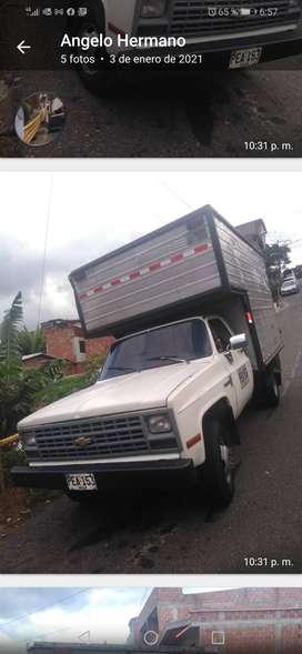Venta de Vehículo. Chevrolet modelo 1992 con una amplia capacidad de carga. A gas y gasolina