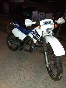Se vende moto Honda XL 200. Mod.2006. Se entrega al día en papeles