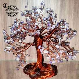 Árbol con pequeños cuarzos amatista