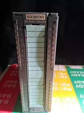 Módulo Siemens Digital Salida. 322-1BL00-0AA0 incluye conector trasero.