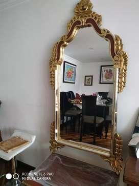 Mueble con sola con repisa y espejo