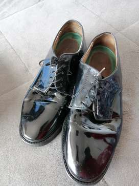 Zapatos para hombre de charol talla 39