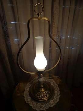 EXQUISITA LAMPARA DE MESA ESTILO QUINQUE