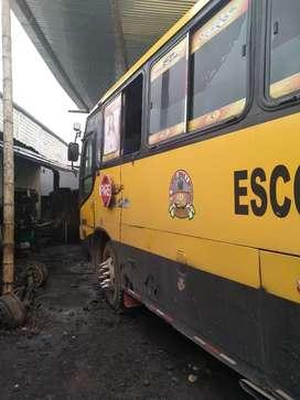 De oportunidad se vende, Bus escolar de marca Hino de 42 pasajeros.