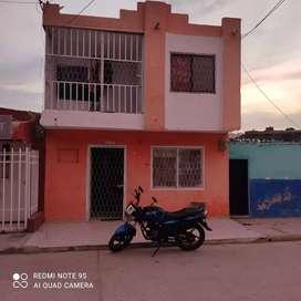 Vendo apartamento de dos pisos en  santa Marta barrio la bolivariana dirección manzana 19 casa 13, escucho ofertas .