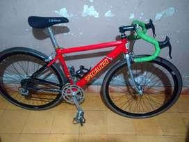 se vende bicicleta de carreras en aluminio