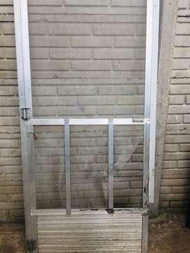 Puerta misquitero de aluminio