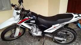 Vendo moto lifan cilindraje 250 en buen estado
