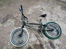 VENDO BISICLETA BMX SOY DE BABAHOYO