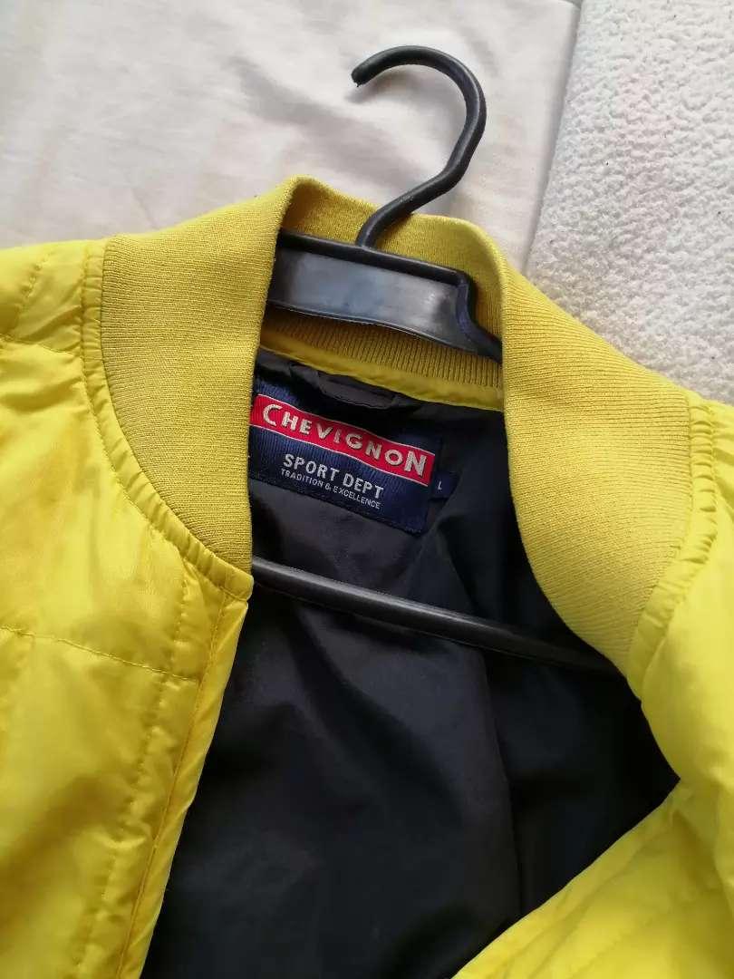 Chaqueta Chevignon talla L $ 50 costura suleta en bolsillo
