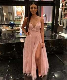 Señorita para excibir vestido bien presentada