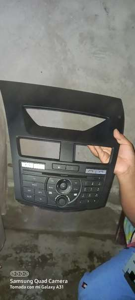 Vendo mascarilla original con radio para mazda