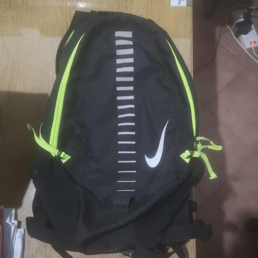Mochila Nike runnig 15 litros 0