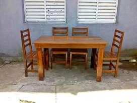 Mesa y silla de algarrobo 12.000
