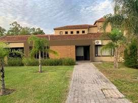 Remax vende Casa Moderna 365mts2, tres dormitorios, piscina, galeria, etc en Colastine Norte km 0.5 ruta 1 Santa Fe.