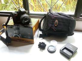 Se vende camara nikon d5600 con todos accesorios y factura