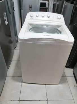 Lavadora 32 libras, centrales, beis, con molino