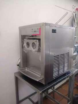 Maquina de helados nueva practicamente 3 meses de uso con mesa acero incluida soporte garantia