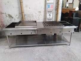 Estufa industrial 4 puestos con plancha y asador en acero. Frente 2.16cms x 84cms