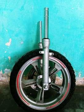 Aro con llanta 130/60-13 amortiguadores delanteros moto ITALIKA automatica DS150