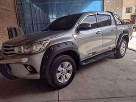Camioneta Toyota Hilux SRV año 2015