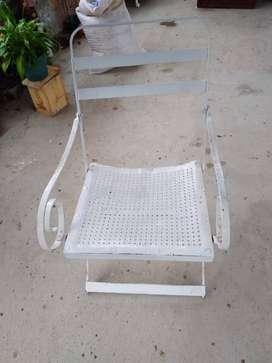 Hermosa silla antigua metalica.                           obsequiada por una empresa de refrescos de los años 40 $180000