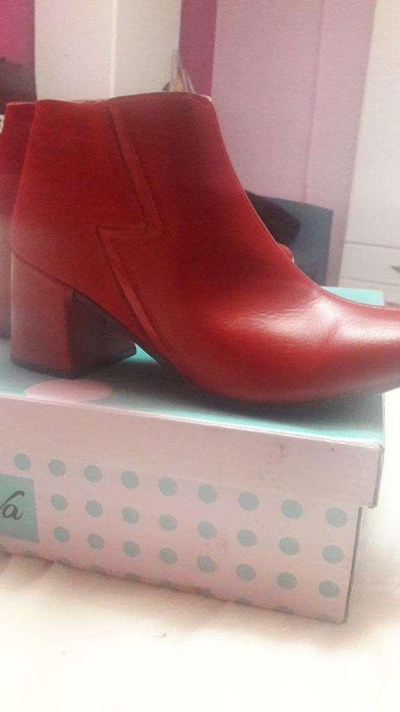 Botas Rojas Nuevas 0
