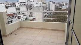 Amplio y luminoso monoambiente con balcon terraza