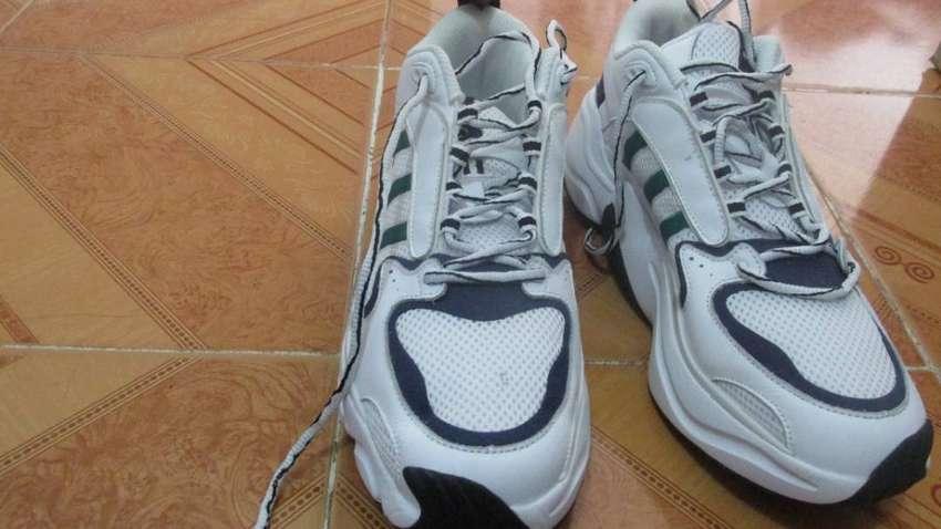 Se vende zapato deportivo blancos