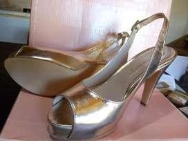 Sandalias doradas de fiesta