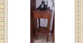 Mesa para telefono de algarrobo
