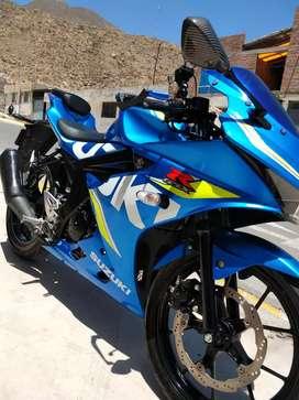 Hermosa Suzuki GSX-R 15 Blue