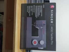 Vendo maquina de coser Singer Facilita pro 4432 semi industrial 30 dias de uso