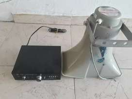 Amplicador de perifoneo marca American sound con su respectiva bocina