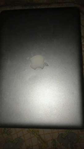 MacBook Pro del 2010 para repuesto con su cargador y estuche