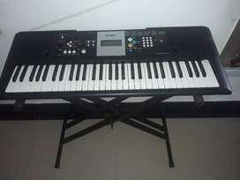Piano Yamaha E223