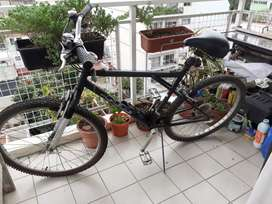 Bicicleta r 26 mountan bike con cambios Shimano y amortiguadores impecable estado