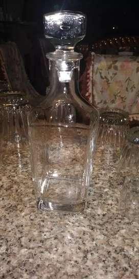 Licorera completa son 20 piezas licorera 4 vasos grandes 4 pequeños cuatri medianos 4 copas aguardiente y una hielera