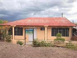 De venta casa con terreno de 250 m2 cerca al parque central de Catamayo-Loja