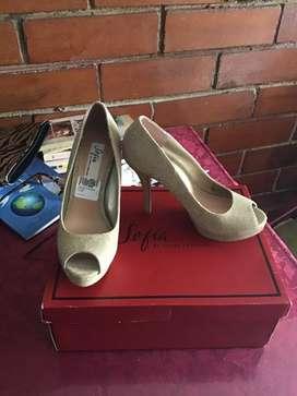 Zapatos marca SOFIA VERGARA dorados NUEVOS
