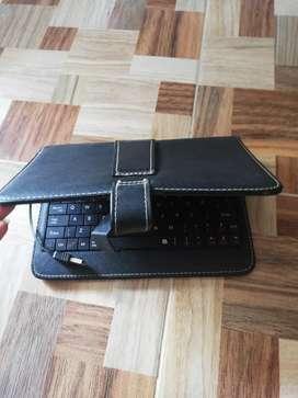 Se vende teclado con forro para tablet