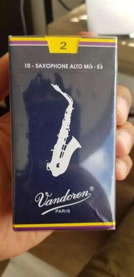 2 cajas de Cañas Vandoren #2 para Alto Saxofon