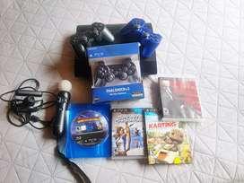 PlayStation 3 super slim 250GB con motion controller, eye camera 4 juegos y 3 controles