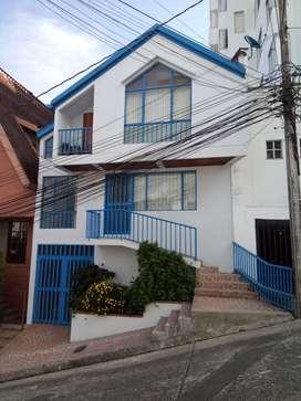 excelente ubicación, rrecien remodelada, a  media cuadra de avenida Santander, barrio residencial.