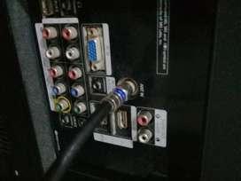 Combo tv LCD y DVD vídeo samsung funcionando 26pulgadas con controles funcionando