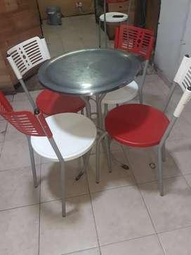 Vendo 7 juegos de mesa redonda y 4 asientos cada uno para cafeteria o heladeria