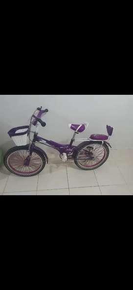 Bicicleta nueva poco uso VENDO por motivo de viaje