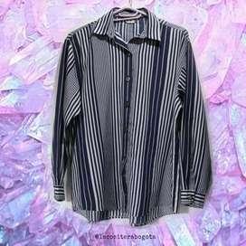Camisa rayas  Azul oscuro con blanco. La tela es suave, no se arruga. Talla: XL.