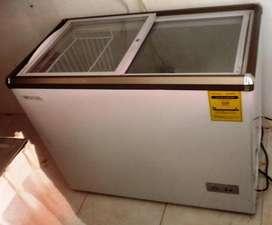 vendo o permuto vitrina   Congelador enfriador 258 litros