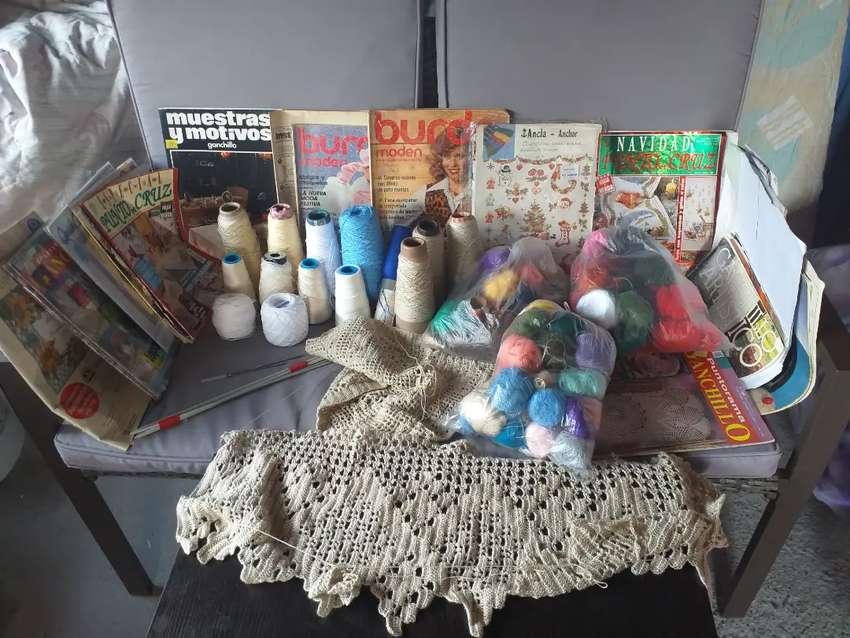 El  arte  del  crochet.hilos,revistas, agujas.